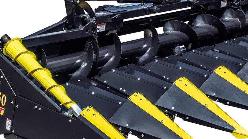 Ansicht oben eines Olimac DRAGO GT Maispflückers mit Schwarzer Farbe und gelben Spitzen