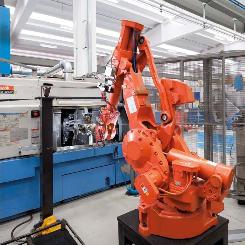 Automatische Roboterinseln fertigen präzise Bauteile für Olimac Drago Maispflücker und Sonnenblumenvorsätze