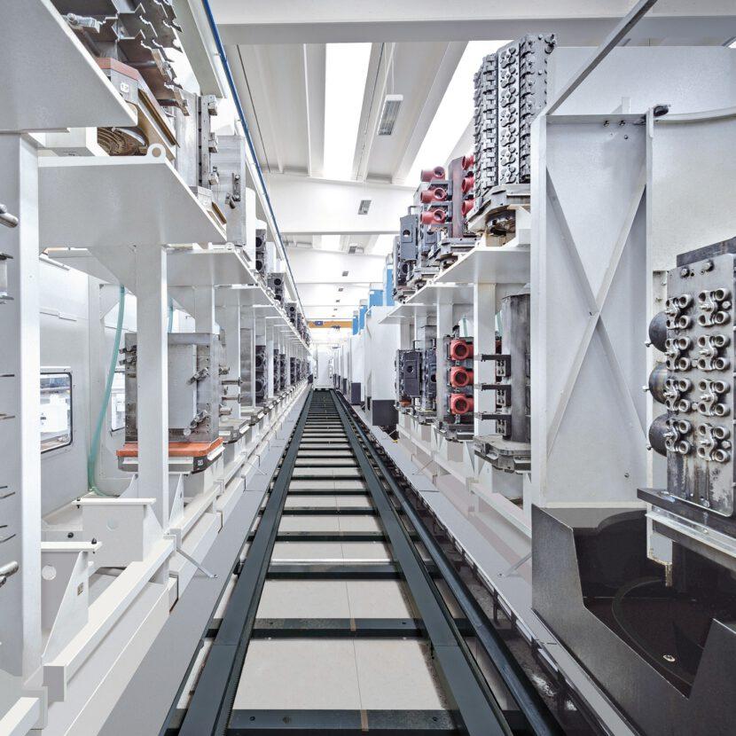 Moderne Lagerhaltung im Olimac Werk in Margarita Cuneo für die Herstellung von Erntevorstäze