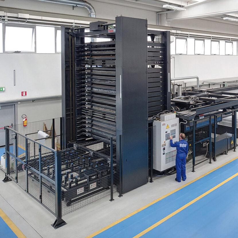 Automatische Lasercutter Maschinen im Olimac Werk fertigen präzise Bauteile für Maispflücker uns Sonnenblumenvorsätze